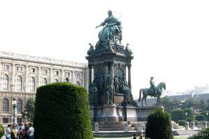 Courtyard statue at Museumsplatz (Maria Theresia)