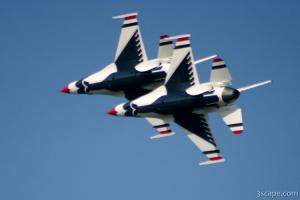 USAF F-16 Thunderbirds in formation