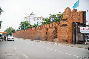 The wall and gateway to old Chiang Mai