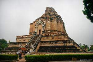 Huge pagoda of Wat Chedi Luang was partially destroyed in a 1545