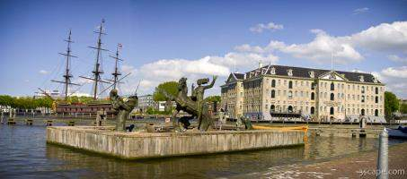 Fountain and Netherlands Maritime Museum