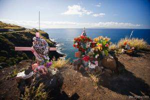 Cliff side memorial along Honoapiilani Highway