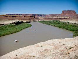 Rafting along the Green River