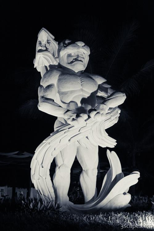 Large statue in black and white